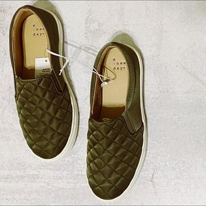 A new day • 6W green quilted slip on sneakers